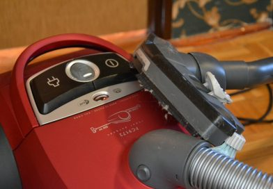 Allergy Sufferers: Why Going Bagless With Your Vacuum Is a Bad Idea